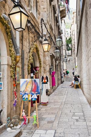https://imgc.artprintimages.com/img/print/dubrovnik-old-town-one-of-the-narrow-side-streets-dubrovnik-croatia-europe_u-l-pnpfz90.jpg?p=0