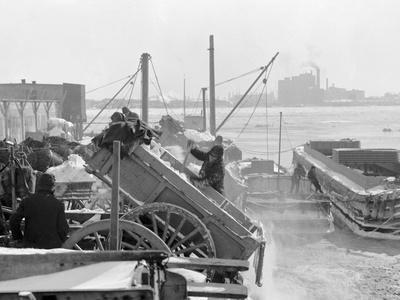 https://imgc.artprintimages.com/img/print/dumping-snow-into-the-river-after-a-blizzard-new-york_u-l-pwaywv0.jpg?p=0