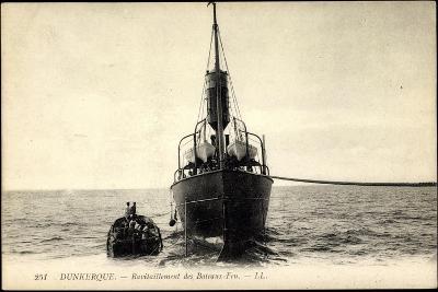 Dunkerque, Ravitaillement Des Bateaux Feu--Giclee Print