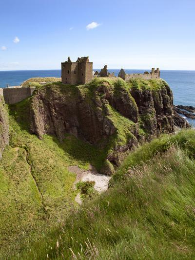 Dunnottar Castle Near Stonehaven, Aberdeenshire, Scotland, United Kingdom, Europe-Mark Sunderland-Photographic Print