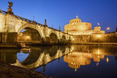 https://imgc.artprintimages.com/img/print/dusk-on-ancient-palace-of-castel-sant-angelo-with-statues-of-angels_u-l-q12qtle0.jpg?p=0
