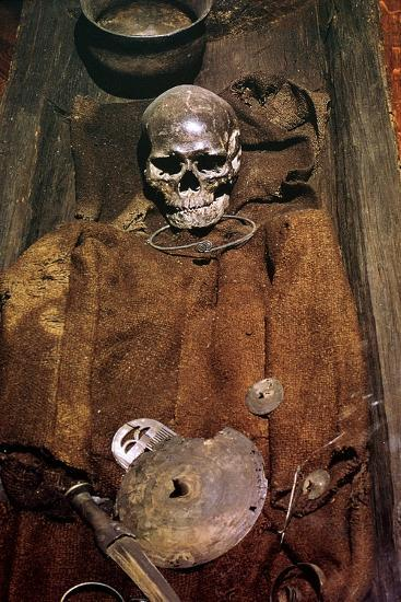 Early bronze age burial from Denmark, 16th century BC. Artist: Unknown-Unknown-Giclee Print