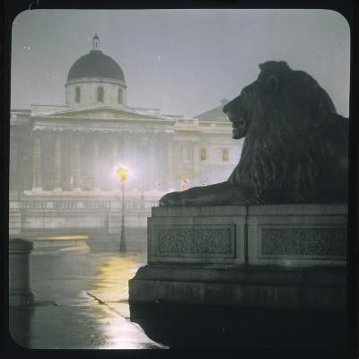 Early Morning in Trafalgar Square--Photographic Print