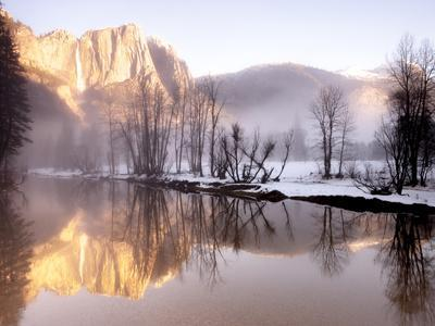 https://imgc.artprintimages.com/img/print/early-morning-misty-colors-in-the-valley-yosemite-california-usa_u-l-pxqpxx0.jpg?p=0