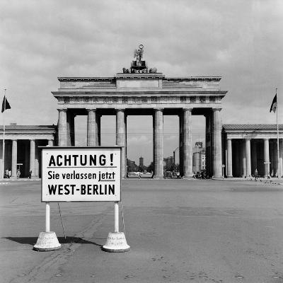 East-West Berlin Border 1961-Terry Fincher-Photographic Print
