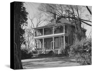 Women Touring the Plantations of Edentown During the Early Spring Season by Ed Clark