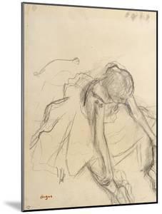 Danseuse assise, essayant ses pointes by Edgar Degas