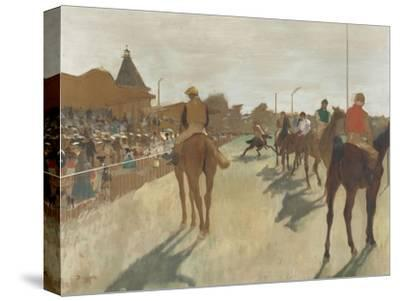 Le Défilé, dit aussi Chevaux de course devant les tribunes