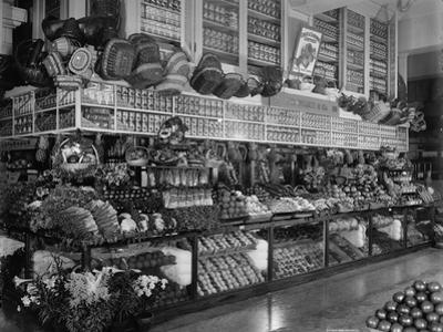 Edw. Neumann, Broadway Market, Detroit, Michigan, C.1905-15