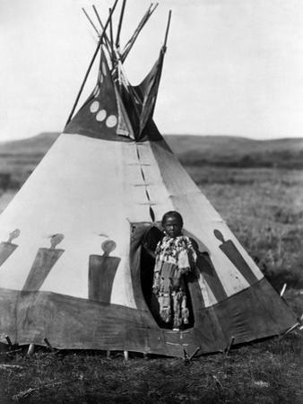 Piegan Girl, 1910