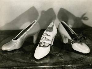 Vogue - January 1928 by Edward Steichen