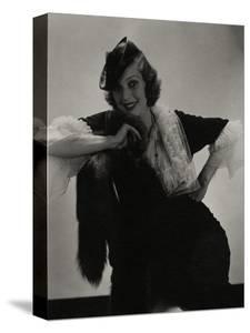 Vogue - July 1935 by Edward Steichen