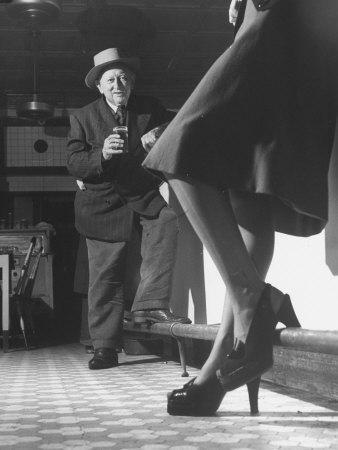 https://imgc.artprintimages.com/img/print/edward-van-duyne-105-years-old-enjoying-a-beer-and-a-pretty-lady_u-l-p3myh80.jpg?artPerspective=n