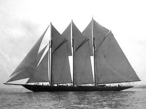 Auxiliary Schooner, Atlantic 1903 by Edwin Levick