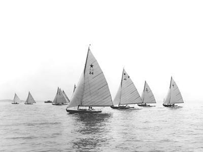 Star-Class Race 1922 by Edwin Levick