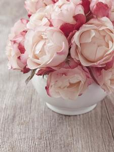 Pink Roses on Wooden Desk by egal