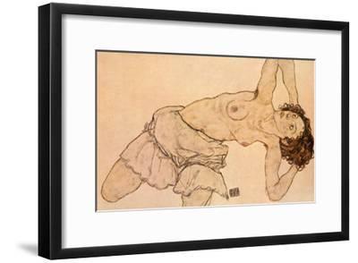 Knielende, Halfnaakte Vrouw, Naar Links Gebogen
