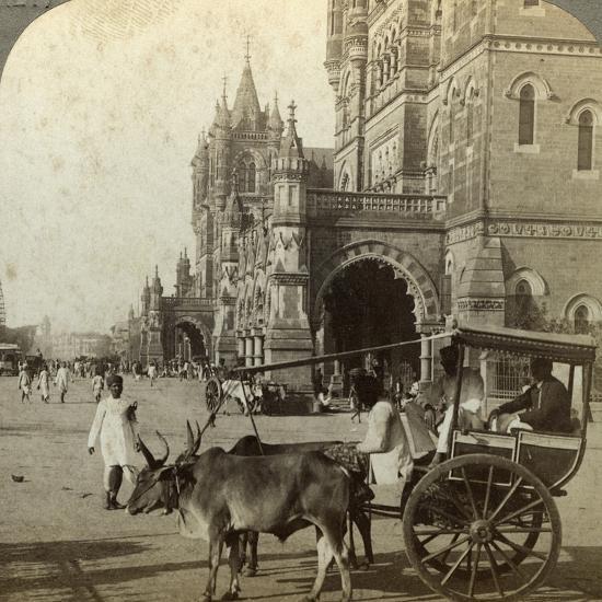 Ekka, Outside Victoria Station, Bombay, India, C1900s-Underwood & Underwood-Photographic Print