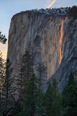 https://imgc.artprintimages.com/img/print/el-capitan-and-firefall-horsetail-falls-yosemite-national-park-rare-light_u-l-q10dknr0.jpg?p=0