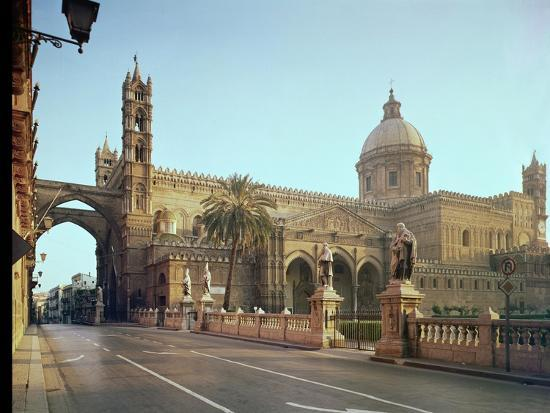 El Duomo, Founded by Walter, Archbishop of Palermo in 1185--Giclee Print