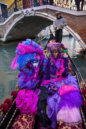 https://imgc.artprintimages.com/img/print/elaborate-costumes-for-carnival-festival-venice-italy_u-l-pn5yxu0.jpg?p=0