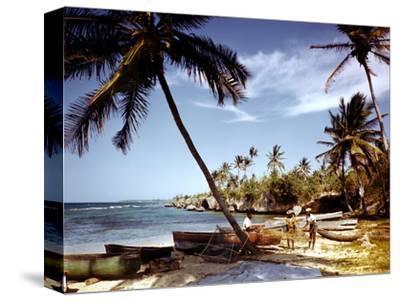 December 1946: Fishermen at Runaway Bay in Jamaica