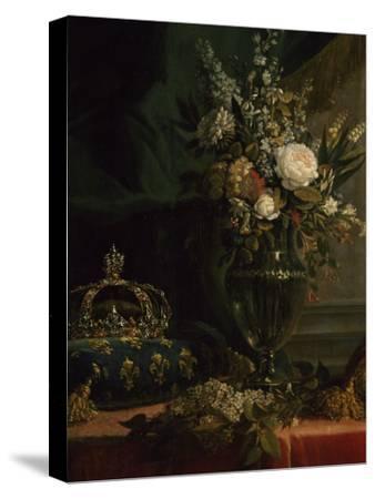 Reine Marie-Antoinette assise, en manteau bleu et robe blanche, tenant un livre à la main
