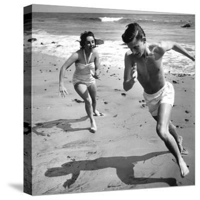 Elizabeth Liz Taylor and Roddy Mcdowall Playing on the Beach 1948