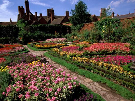 Elizabethan Knot Garden, Shakespeare's Home, Stratford-on-Avon, England-Nik Wheeler-Photographic Print