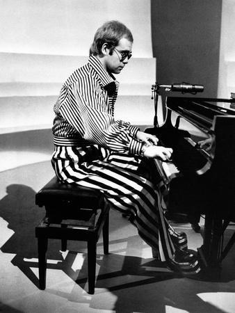 https://imgc.artprintimages.com/img/print/elton-john-playing-piano_u-l-q10qj840.jpg?p=0