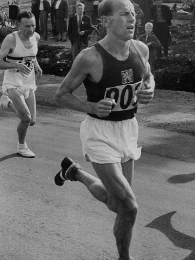 Emil Zatopek Running in Marathon at 1952 Olympics--Premium Photographic Print