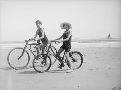 En vélo--Giclee Print