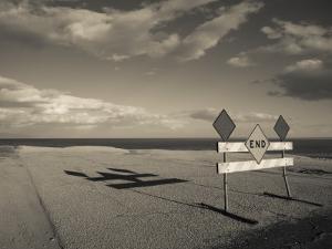 End Road Sign in Desert, Salton Sea, Salton City, Imperial County, California, USA