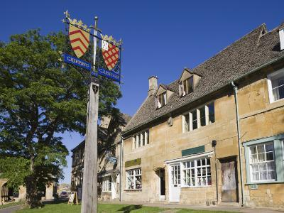 England, Gloustershire, Cotswolds, Chipping Campden, Heraldic Town Sign-Steve Vidler-Photographic Print