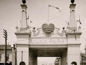Entrance to Luna Park, Coney Island, N.Y.