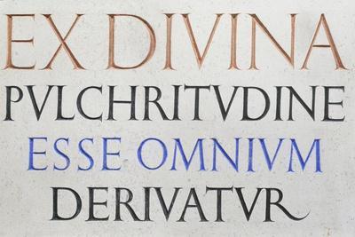 Inscription 'Ex Divina Pulchritudine'