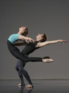 Ballet pas de deux by Erik Isakson