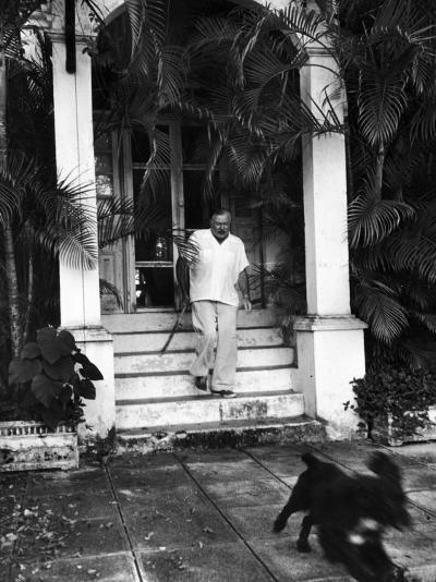 Ernest Hemingway-Alfred Eisenstaedt-Premium Photographic Print