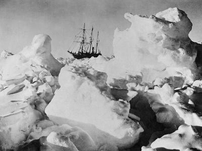 Ernest Shackleton's Ship Endurance Trapped in Ice-Bettmann-Photographic Print