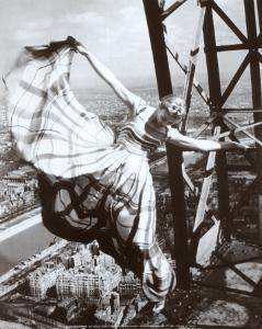 Sur la Tour Eiffel, c.1938 by Erwin Blumenfeld
