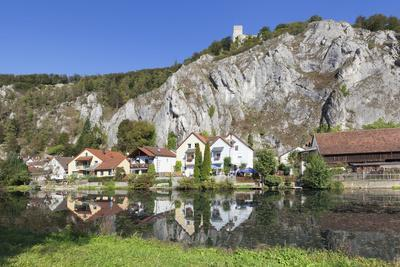 https://imgc.artprintimages.com/img/print/essing-with-castle-randeck-is-reflected-at-the-altmuehl-nature-reserve-altmuehl-valley-germany_u-l-q1bzbn60.jpg?p=0
