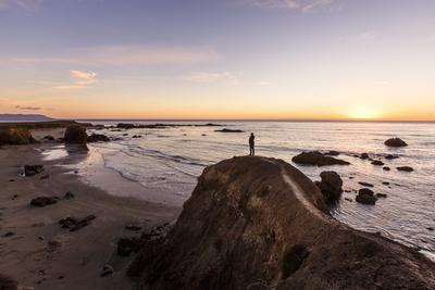https://imgc.artprintimages.com/img/print/estero-bay-along-hwy-1-california-usa-a-man-standing-on-a-cliff-looking-over-estero-bay_u-l-q19n2at0.jpg?p=0