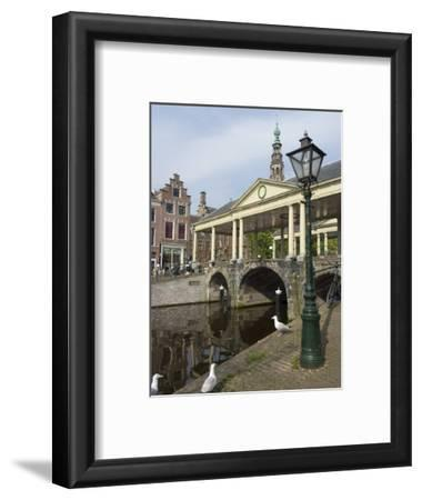 The Corn Bridge, Centre of the Old Town, Leiden, Netherlands, Europe