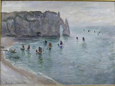 Etretat, la porte d'Aval : bateau de pêche sortant du port-Claude Monet-Giclee Print