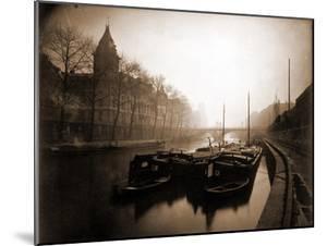 La Conciergerie et la Seine, Brouillard en Hiver, 1923 by Eugène Atget