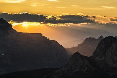 https://imgc.artprintimages.com/img/print/europe-italy-alps-dolomites-mountains-passo-gardena-view-from-rifugio-nuvolau_u-l-q1exbpw0.jpg?p=0