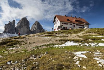 https://imgc.artprintimages.com/img/print/europe-italy-alps-dolomites-sexten-dolomites-south-tyrol-rifugio-antonio-locatelli_u-l-q1eyz9u0.jpg?p=0