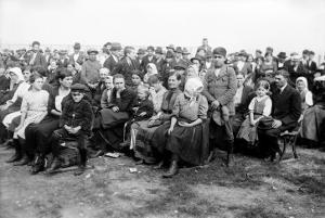European Immigrants Arriving at Ellis Island, 1907