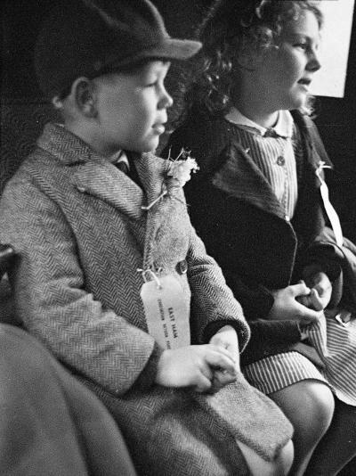 Evacuees Returning Home to London-Ian Smith-Photographic Print