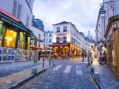https://imgc.artprintimages.com/img/print/evening-light-and-restaurants-montmartre-region-of-paris_u-l-q1h3urf0.jpg?p=0